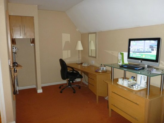 Holiday Inn Ashford North A20: Our room