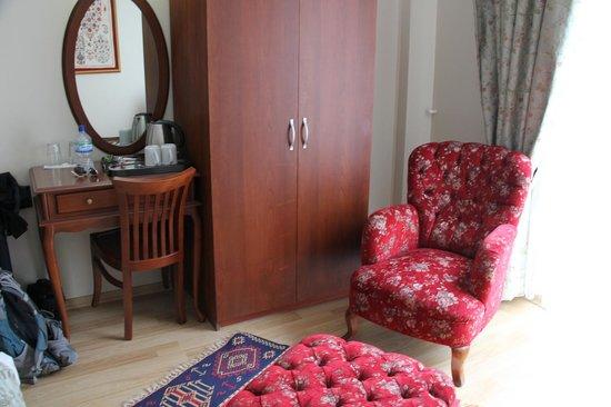 Basileus Hotel: Lounge area