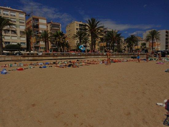 Hotel Clipper: La plage de Lloret située à 10 minutes à pieds de l'hotel