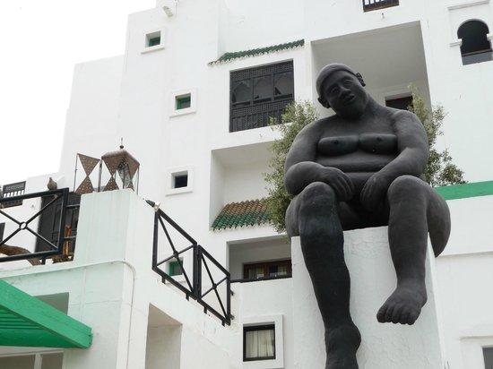 Caribbean Village Agador: statue
