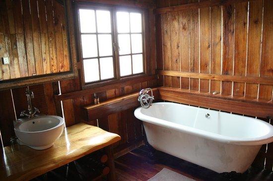 Rain Farm Game and Lodge: Tent Bathroom