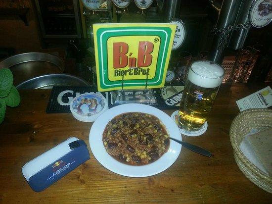 Bier & Brot: Jeden Mittwoch um 18 Uhr gibt es Chili con Carne um 0,-- Euro