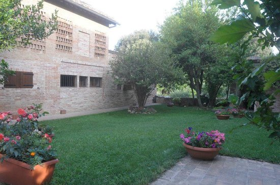 Bed & Breakfast La Flora: giardino B&B La Flora