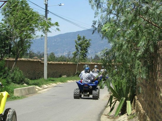 Villa de Leyva, Colombia: en moto o cuatrimotos de todo tamaño