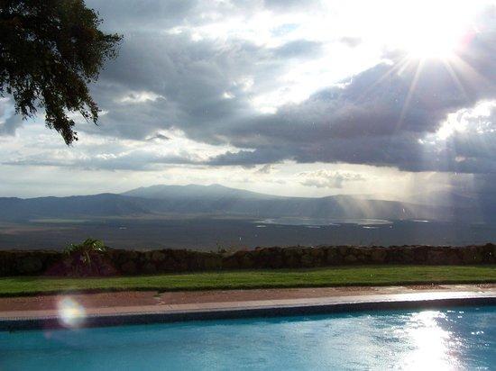 Ngorongoro Sopa Lodge: Lovely pool overlooking the Crater