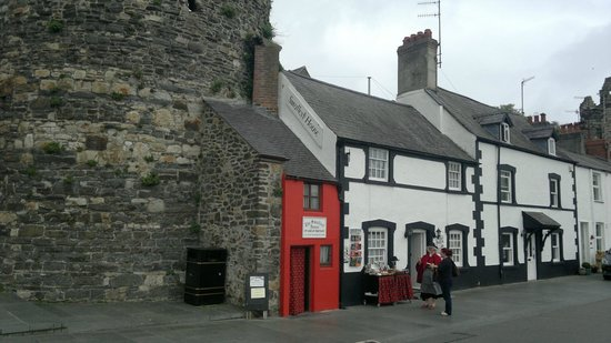 Conwy, UK: Britain's smallest house