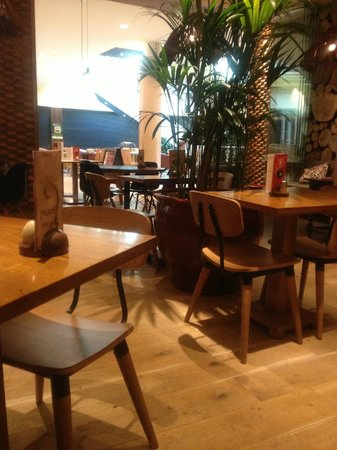 Nando's: Chilled surrounds
