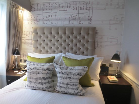 The Ampersand Hotel: Musical motif in room decor