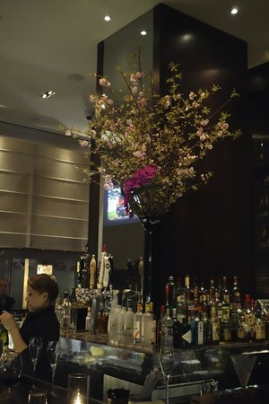 Langham Place, New York, Fifth Avenue: Bar on Fifth