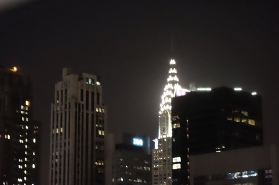 Langham Place, New York, Fifth Avenue: Night view from living room