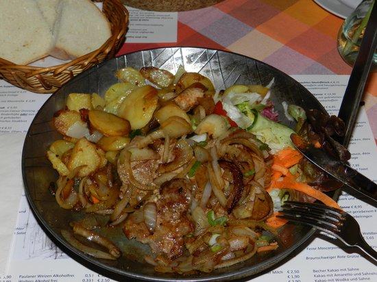 Anders das Pfannenrestaurant: potatoes, fried onion, meat