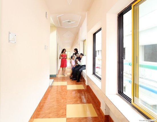 Hotel Santiniketan : CORRIDOR IN DAY VIEW