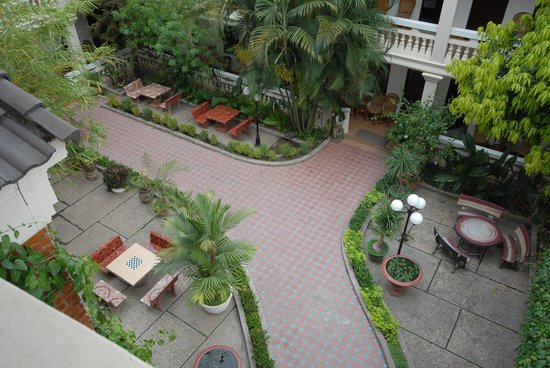 Mali Namphu Guest House: Courtyard from 4th floor