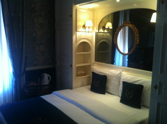 Carlton Lausanne Boutique Hotel : bed