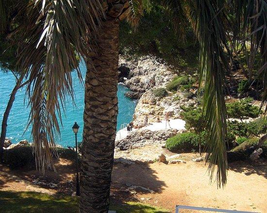 Inturotel Cala Azul Park: Bild från balkongen på rum E303. Bara klippbad här.