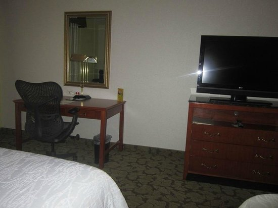 Hilton Garden Inn Redding: desk