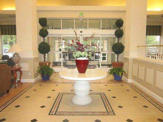 Hilton Garden Inn Redding: Lobby