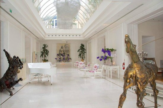 Boscolo Exedra Nice, Autograph Collection: Reception hall with art