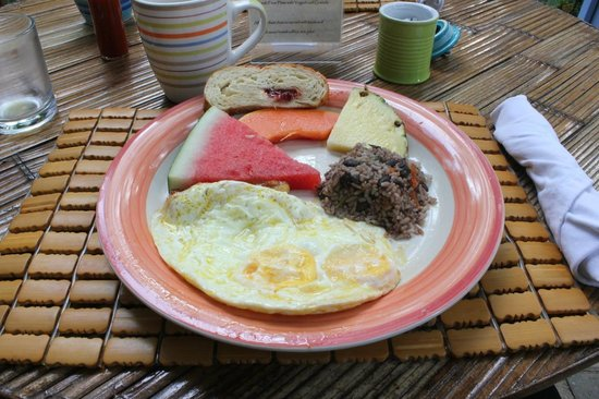 Hotel Plaza Yara: Typical Breakfast