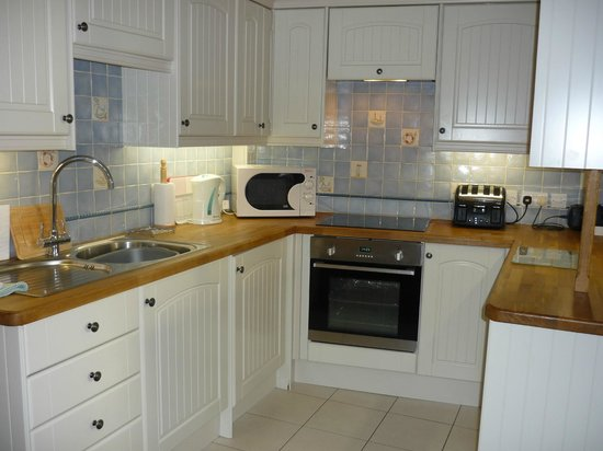 Staithes Cottages: Safe Harbour kitchen