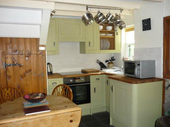 Staithes Cottages: glaisdale kitchen