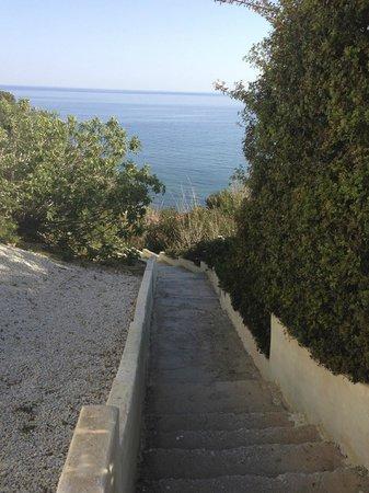 Hotel Porto Belissario : accès plage