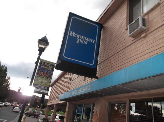 Americana Inn - Route 66: ロードウェイ・イン