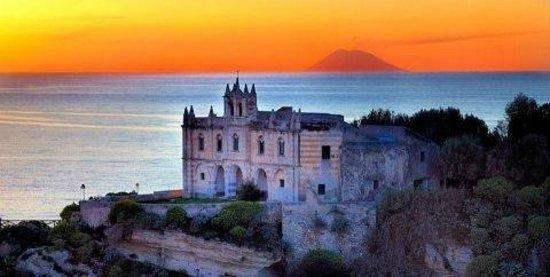 Hotel Rocca Della Sena: Stroboli op de achtergrond