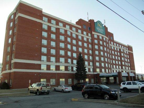 Embassy Suites by Hilton Montreal Airport: Entrée principale