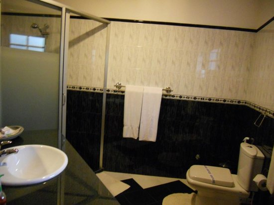 Hotel Bentota Village: Bathroom