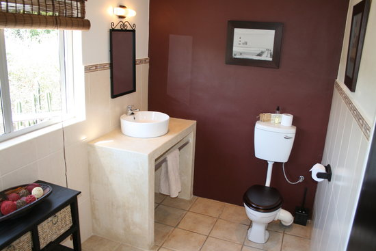 Rivendell Guest House: Newly renovated bathroom, Room 4