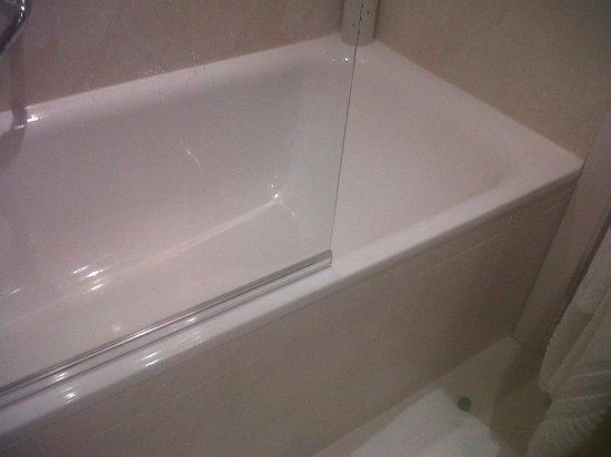 Holiday Inn Norwich City: Bathroom