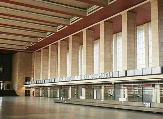 Flughafen Tempelhof: Main terminal