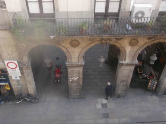 MH Apartments Opera Rambla: View from the balcony