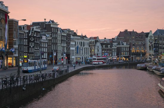 De L'Europe Amsterdam: View from the bridge in front of hotel
