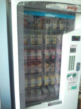 Kotehashi Onsui Pool: パックのジュースも売っています。
