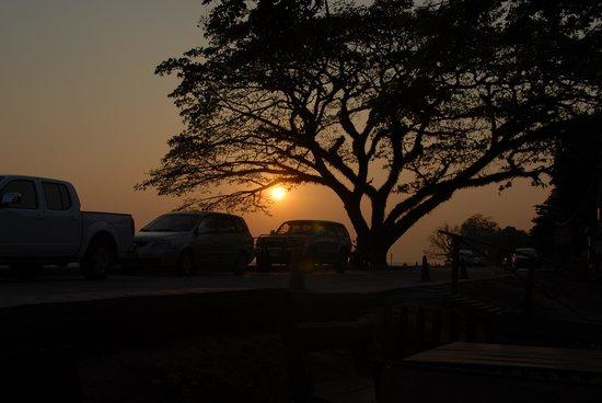 Spirit House Bar & Restaurant: Sunset from the road outside