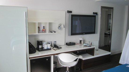 Hotel Le Bleu: Desk
