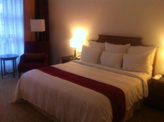 Hamburg Marriott Hotel: bed