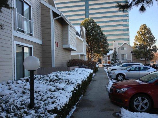 Residence Inn Denver Tech Center: Sidewalk area