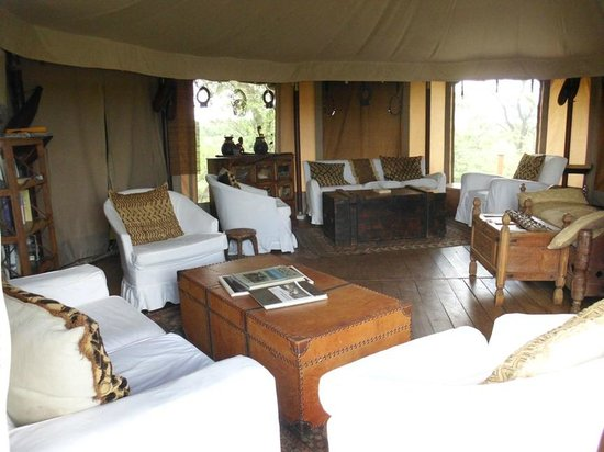 Ol Seki Hemingways Mara: Comfy lounge with plenty magazines on wild life and Kenya