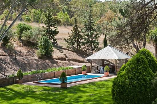 The Miner's Cottage: Gorgeous grounds with Pool and Summer Pavillion