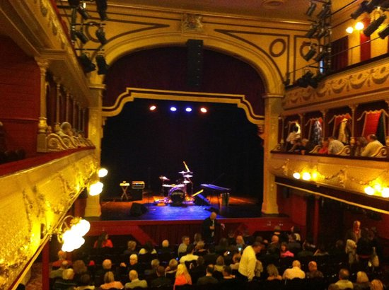 City Varieties Music Hall: Stage