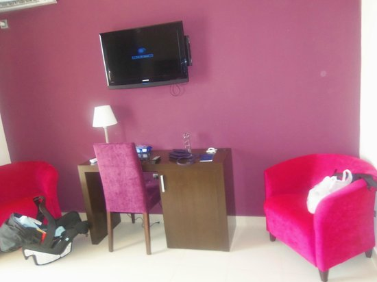 Omeya Suites Hotel : chambre