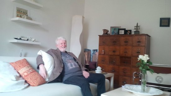 Wallace's Arthouse Scotland: Mr Wallace in the living room