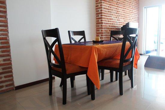 Apartamento Amoblado Mirador del Laguito: Comedor