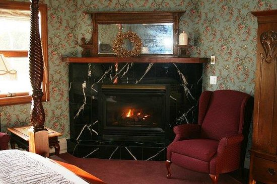 Albergo Allegria: Lavender Fireplace