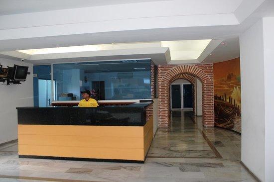 Apartamento Amoblado Mirador del Laguito: Lobby