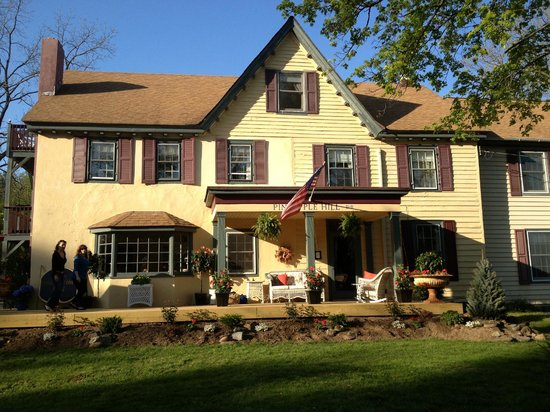 New Hope, Πενσυλβάνια: Front of Pineapple Hill Inn B&B