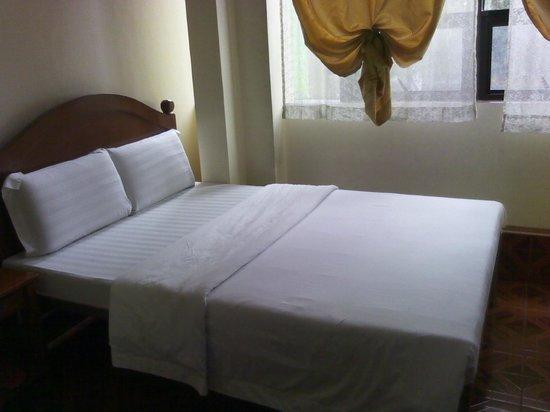 Hotel 45: Bedroom (Rm 505)